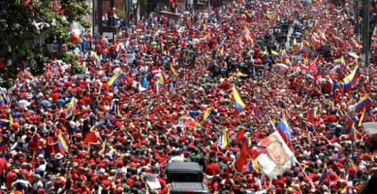 electorado venezolano en un evento masivo días antes de acudir a las urnas