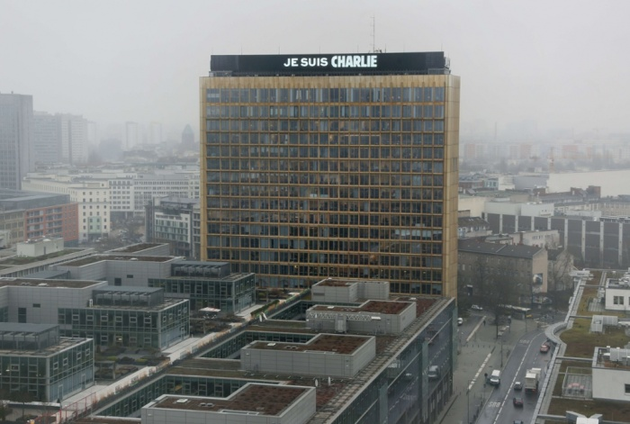 'Je suis CHARLIE'. Axel Springer HQs, Berlin. Photographie: Stephanie Pilick/AFP/Getty Images.